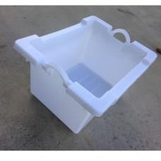 Cassa bianca in plastica resistente, adatta al contatto alimentare, made Italy, dimensioni 77x59xh42 da 100 lt
