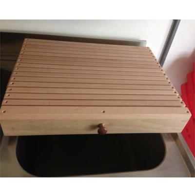 Tagliere professionale per pane, con cassetto raccogli briciole in legno, idoneo al contatto alimentare, larghezza 60 cm, profondità 44 cm.