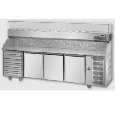 Tavolo Pizza refrigerato 60x40 in acciaio inox con 3 porte, 6 cassetti neutri e piano in granito, gruppo motore a sinistra, temperatura 0° + 10° C, dimensioni 2710x800x1030h mm
